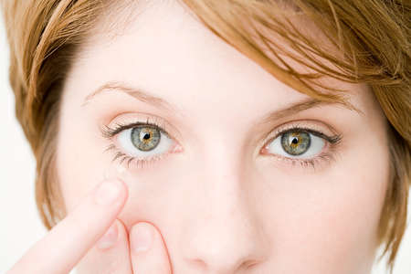 линзы при красноте глаз
