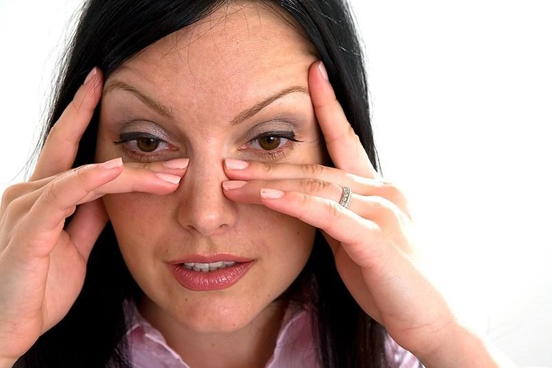 лечение песка в глазах